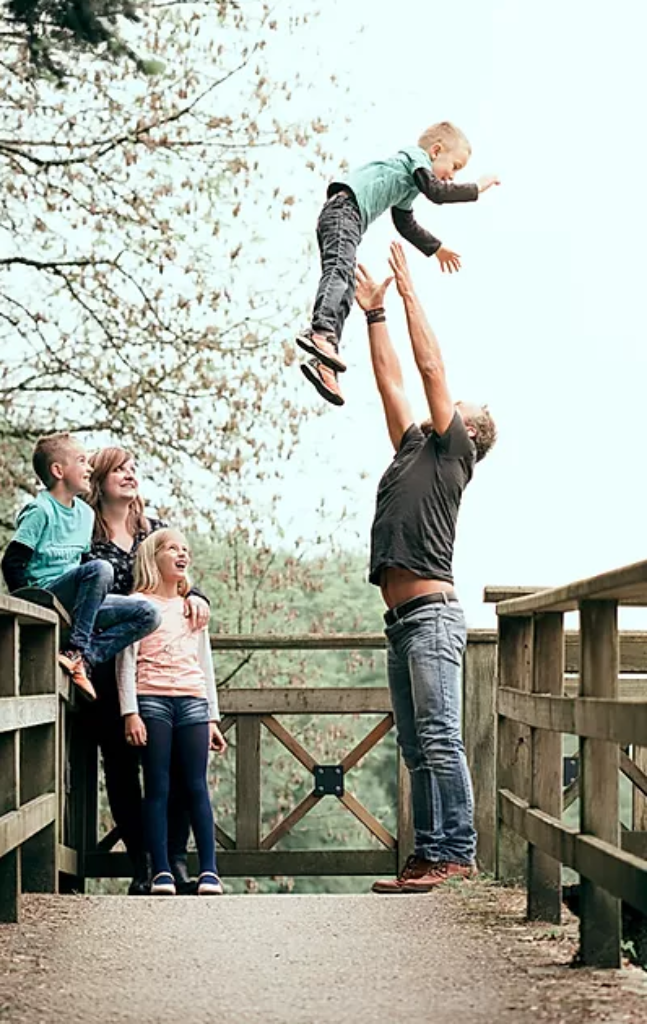 Lifestyle photography session with a family of three children