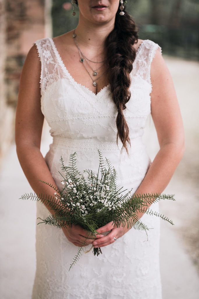 Bouquet de mariage léger hivernal et robe illusion cymbeline