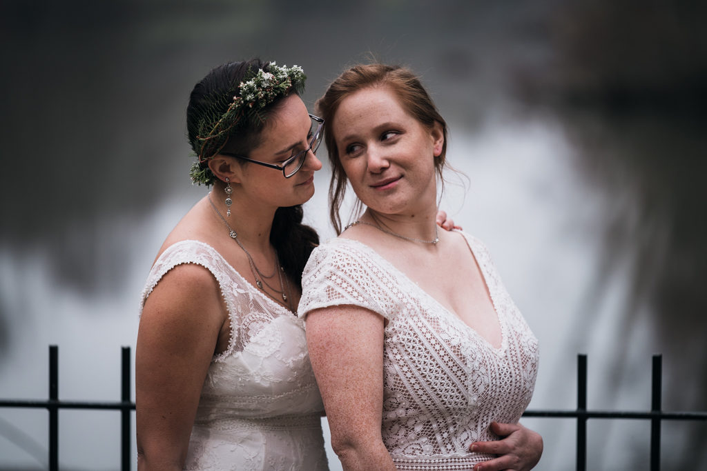 Mariage couple de femmes, shooting d'inspiration au moulin de Bully