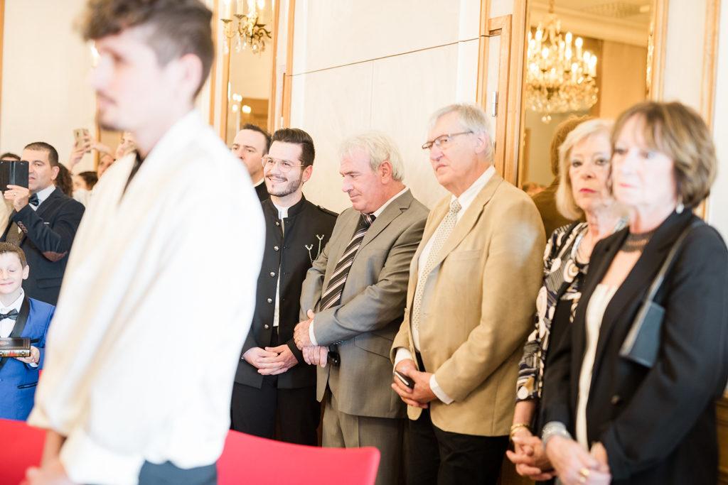 invités à un mariage lors de la cérémonie civile