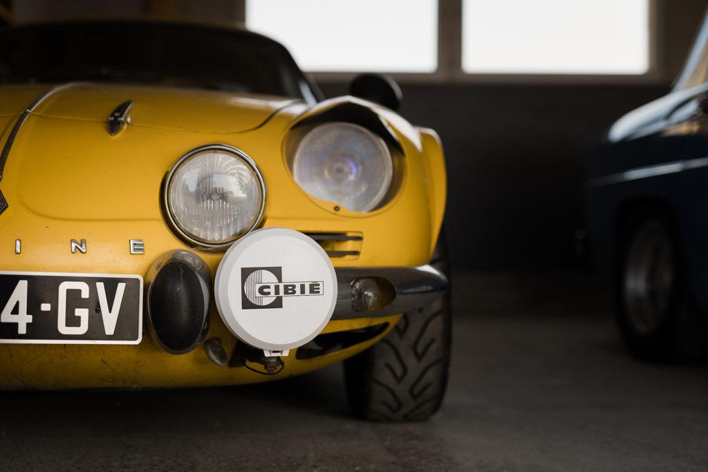 avant d'une Renault alpine jaune