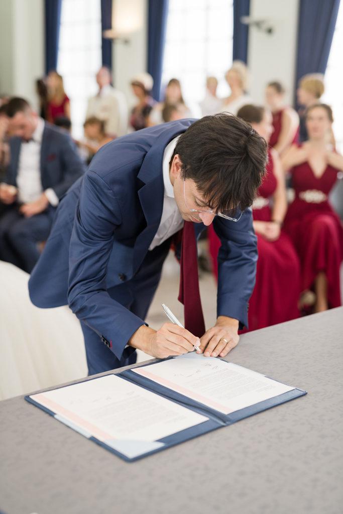 Signature du premier témoin à la mairie