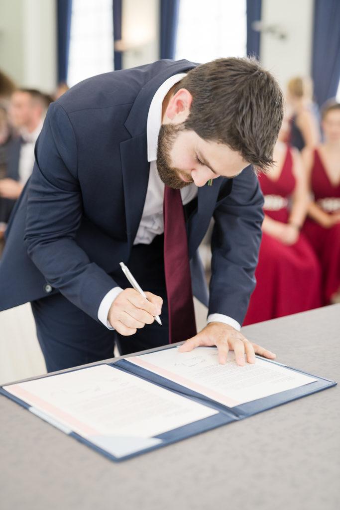 témoin signant à la mairie