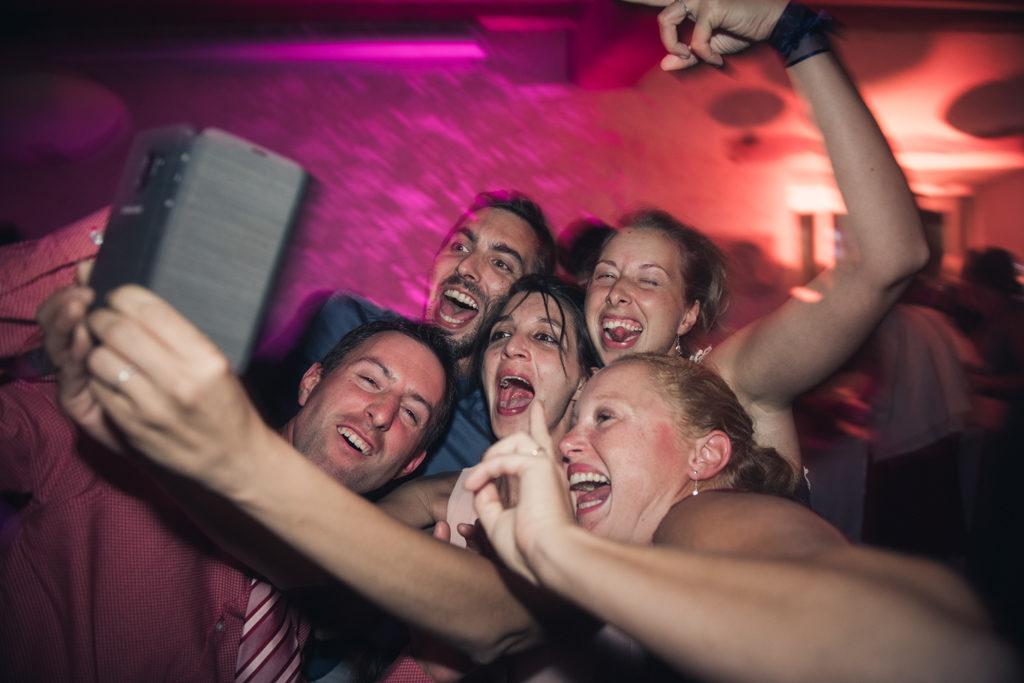 Selfie de soirée en mariage