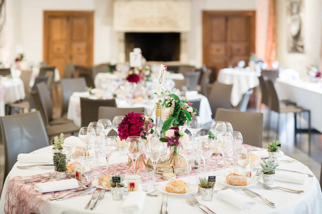 Décoration des tables lors d'un mariage au domaine de Quincampoix