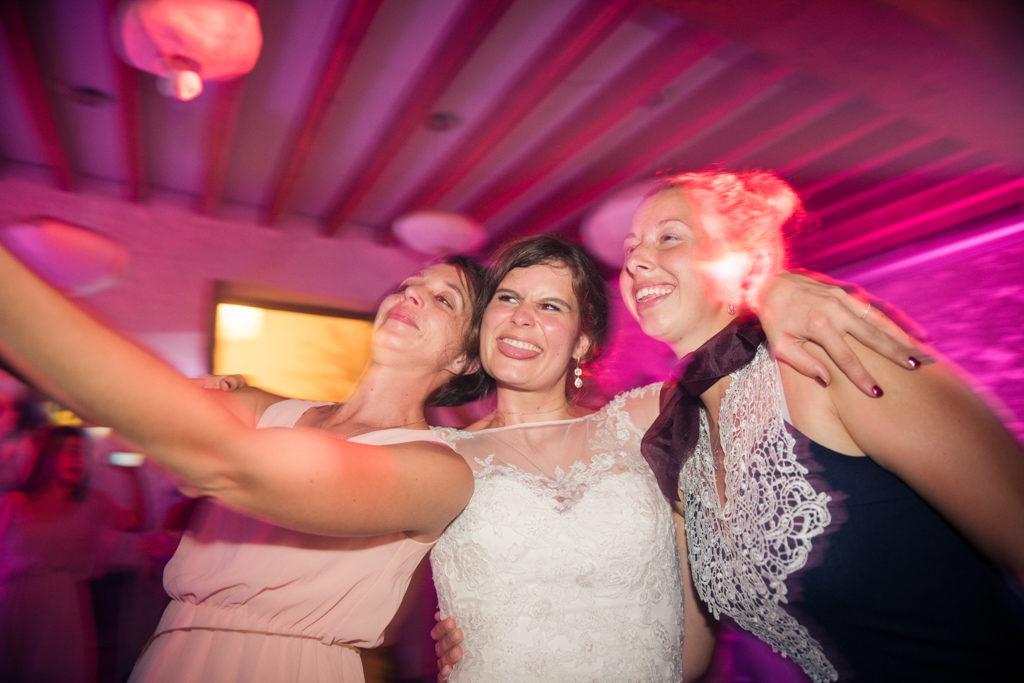 Selfie de mariage en soirée