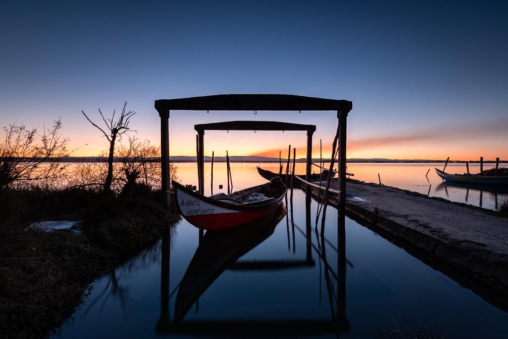 Voyage photos en van aménagé, un réveil les pieds dans l'eau