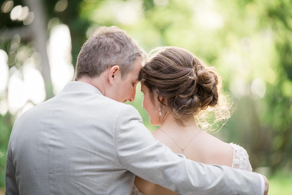 Couple enlassé pendant une séance couple