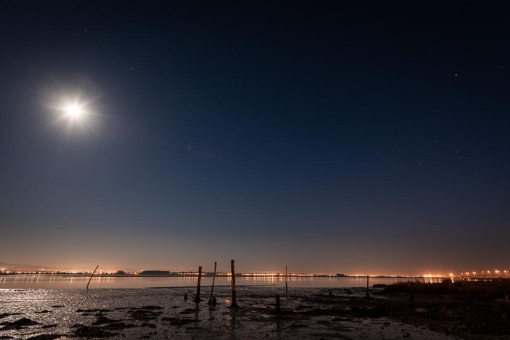 nuit calme au portugal lors d'un voyage en van