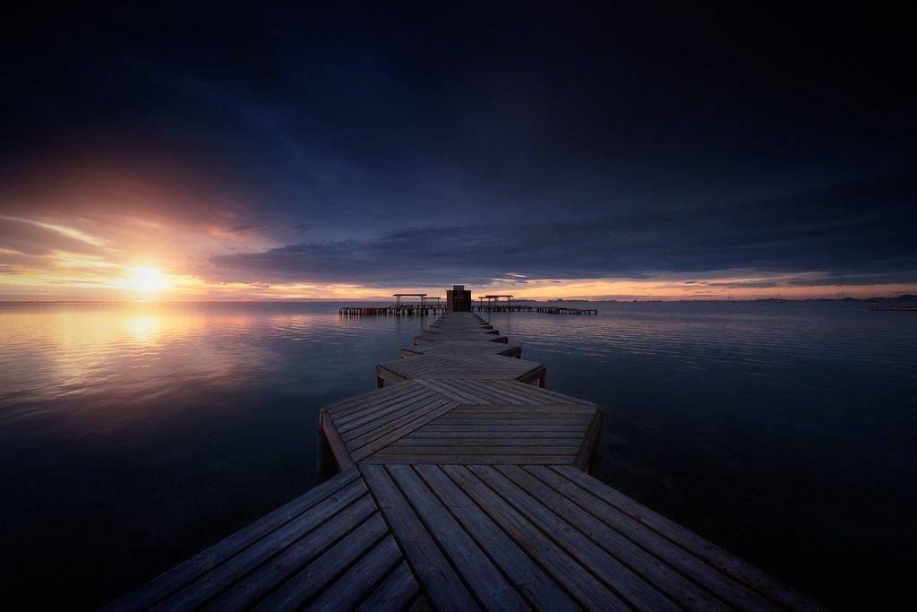 Lever du soleil sur un ponton en Espagne