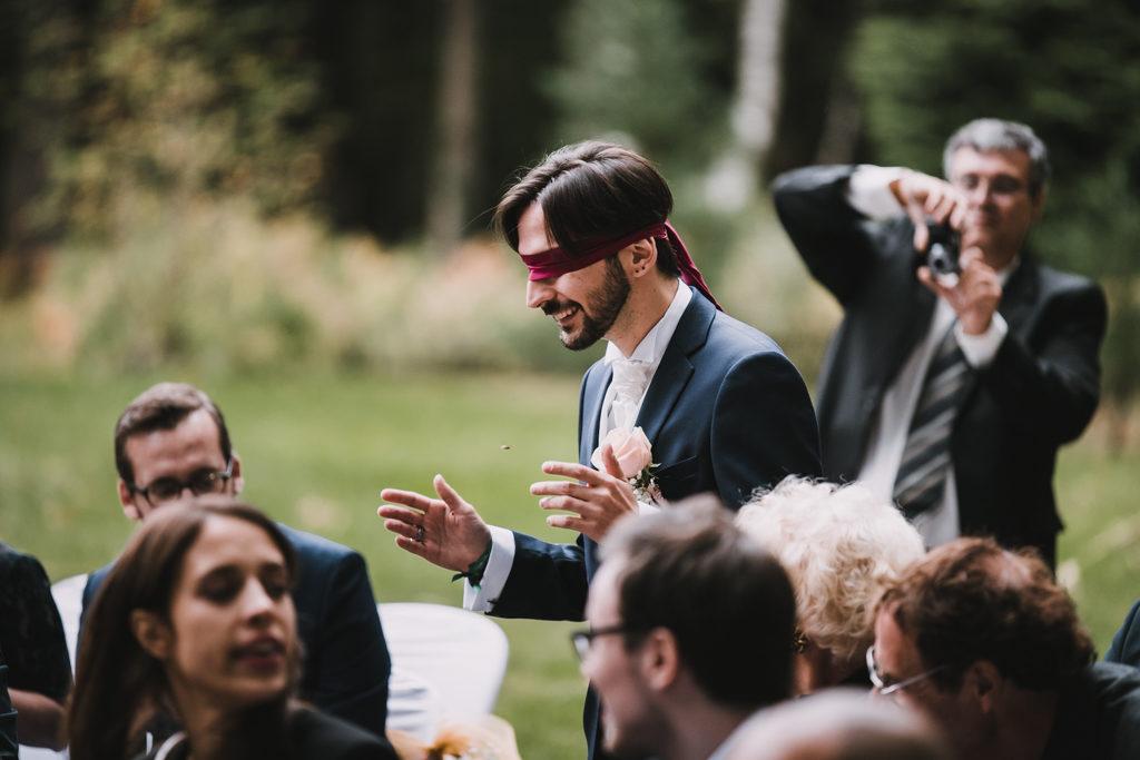 Marié pendant une cérémonie laïque geek