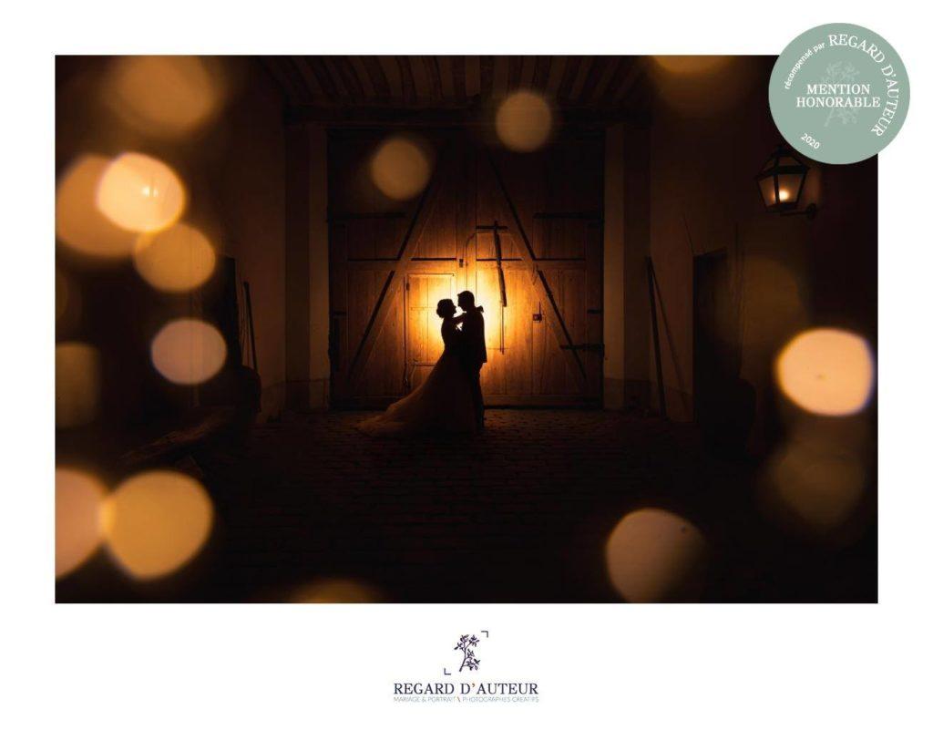 mention honorable au concours regard d'auteur : photo de couple en ombres et en lumière, monochrome jaune