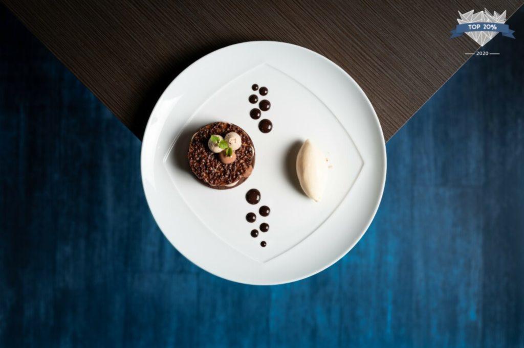 photo d'un dessert du restaurant L'espérance, créé par la cheffe pâtissière Valoris Berthenet