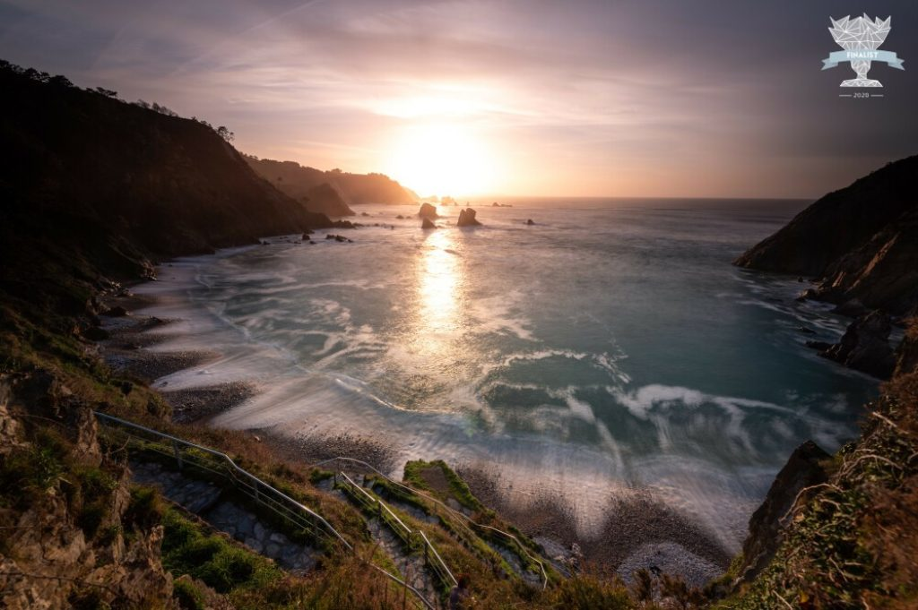 Photo de paysage finaliste d'un concours photo international : plage du silence en Espagne