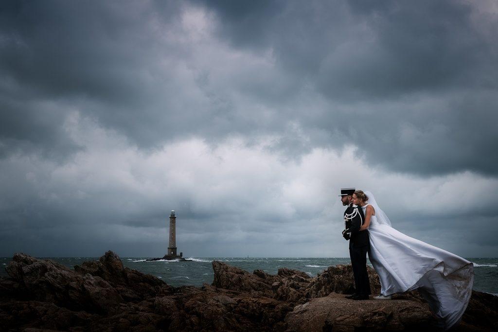 Couple de mariés en séance day after dans la hague