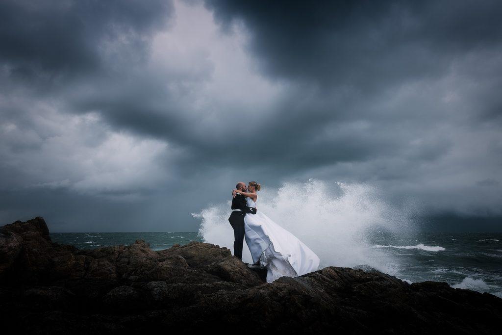 Couple de mariés face à la vague de dépenses à venir