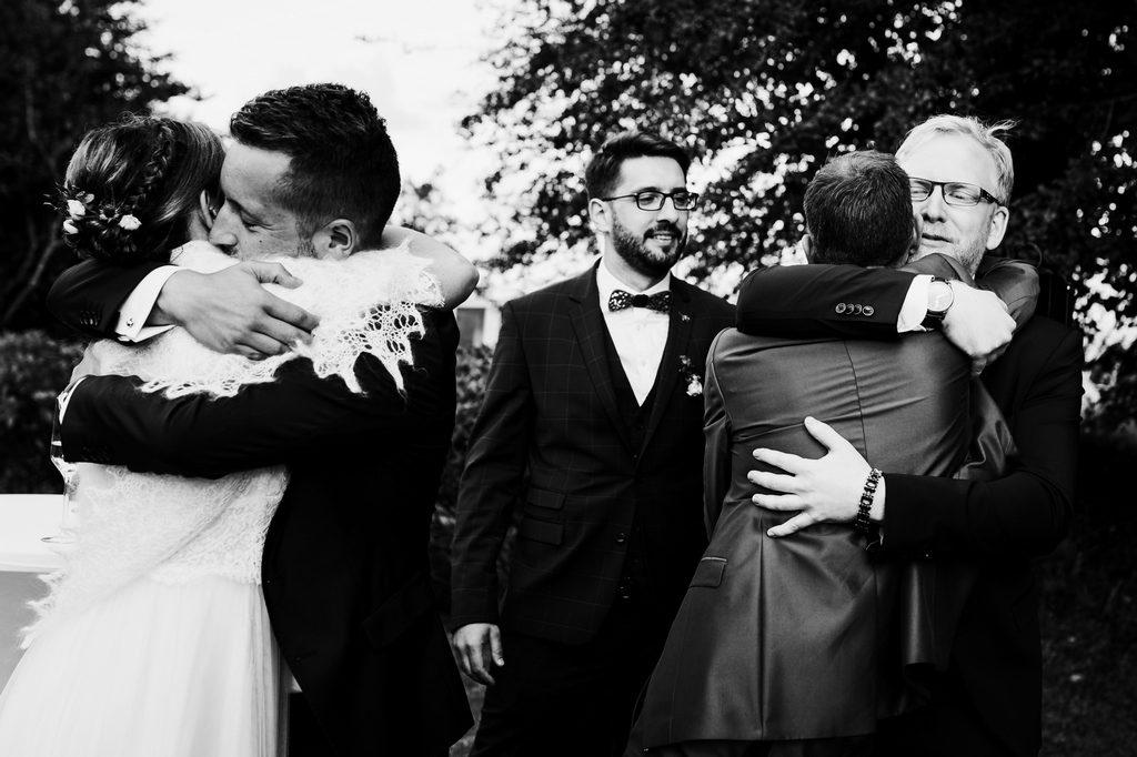 Double calin pendant un mariage