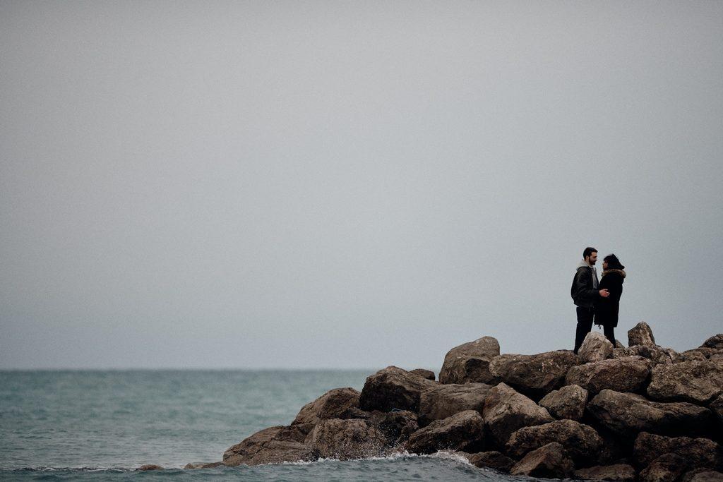 Couple sur la corniche à Sète