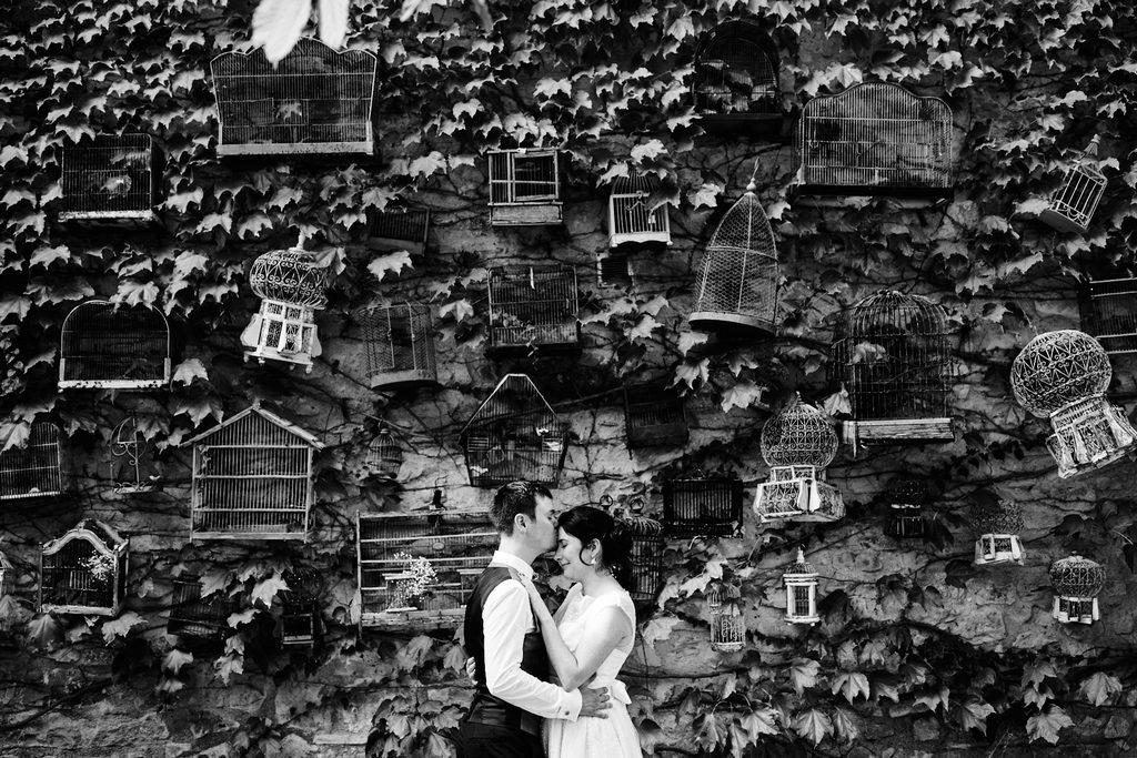 Couple d'amoureux pendant un mariage