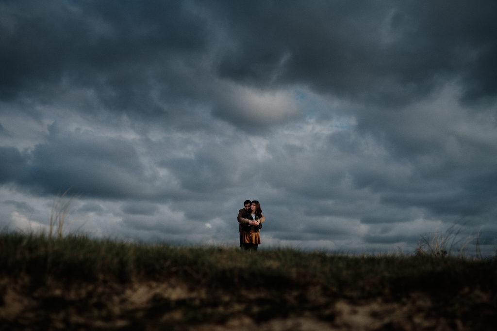 Photo d'un couple d'amoureux prise au Nikon, après retouche complète utilisant notre preset Capture One et des ajustement